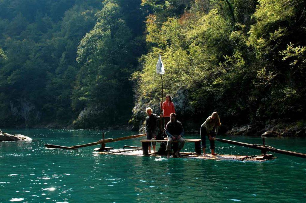 tara rafting houseboats