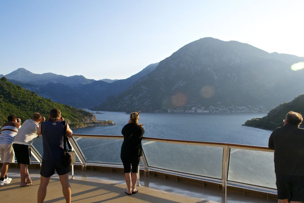 cruise ship come to bay of kotor