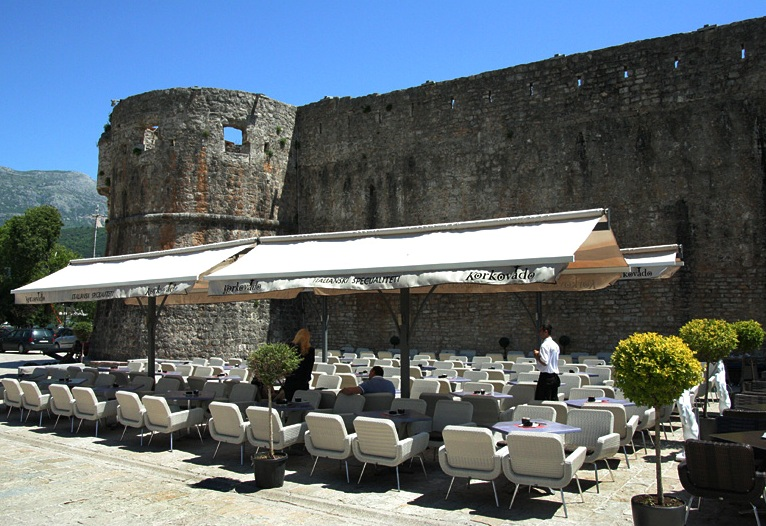 Cafe in front of Walls - Budva