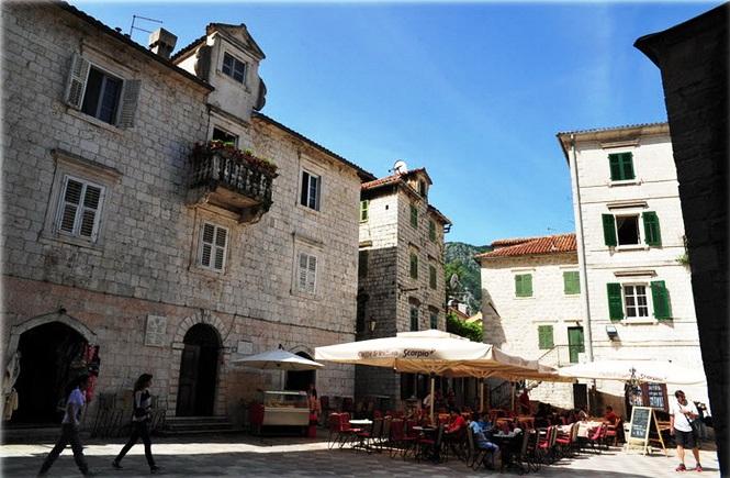 Vrachien Palace - Salad Square Kotor