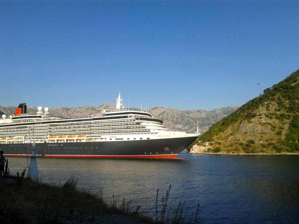 Verige Strait - Cruise ship Queen Victoria