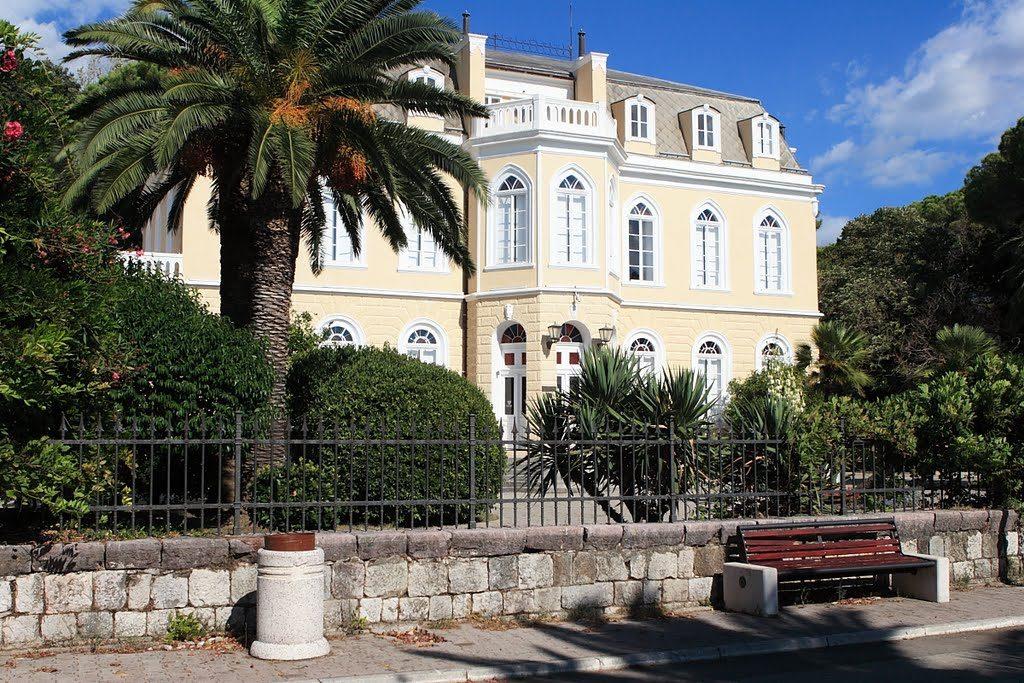 Bar - Promenade in front of the castle of King Nikola