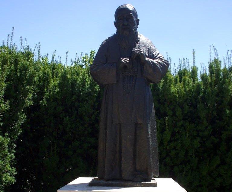 Statue of St. Leopold Bogdan Mandic