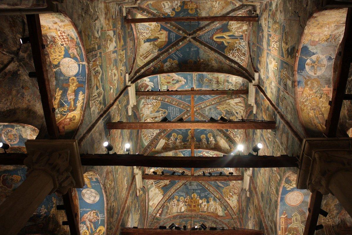 Intérieur du monastère de Decani