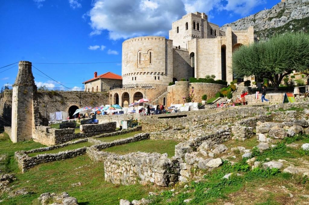 Le château de la ville de Kruja et Le musée ethnographique