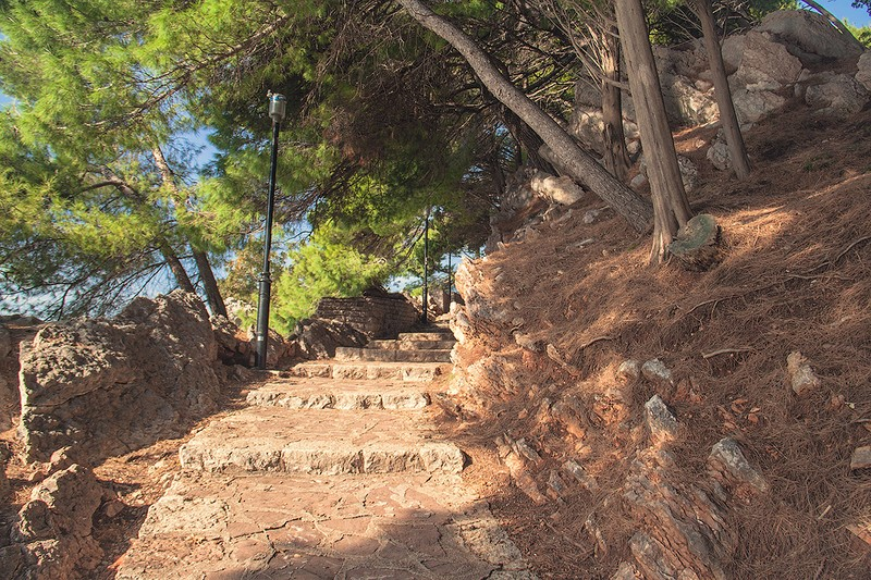 Walking path from Sveti Stefan to Milocer